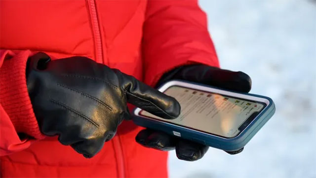 how to keep your phone warm in cold weather